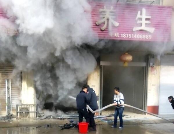 养生馆线路老化引发大火  民警及时扑救 避免更大是损失