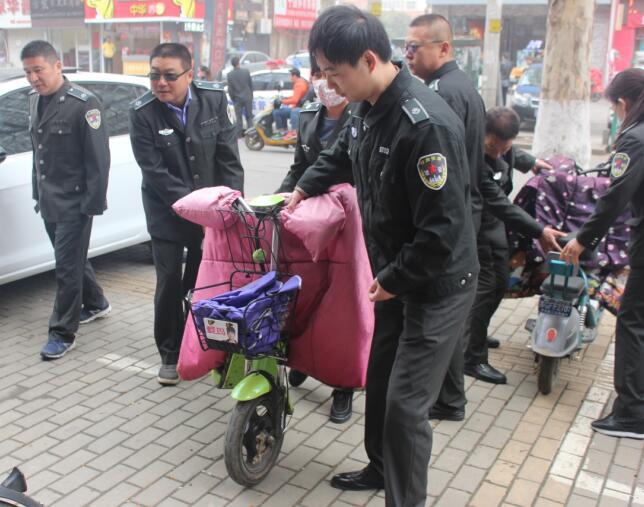 以后每个星期六上午东海城管都要走上街头义务劳动
