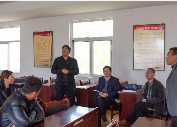 东海县委宣传部全体机关党员干部赴石梁河镇贾庄村开展进村户促致富活动